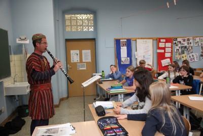 Mehr als nur Fremdsprache - Besuch vom Staatstheater Mainz in der Französischklasse