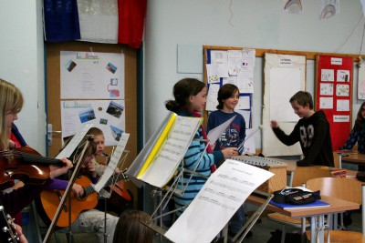 Lernen mit Herz und Hand - und Ohr: Französische Lieder in der 5f